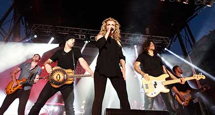 band-perry-on-stage-419x224