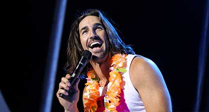 jake-owen-on-stage-419x224