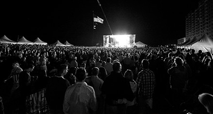 32-concert-josh-owens-crowd