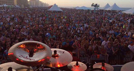 34-pf-2015-crowd