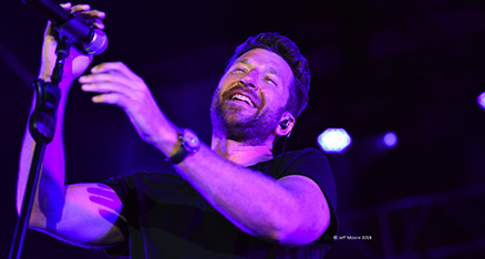 brett-eldredge-performed-01-2018